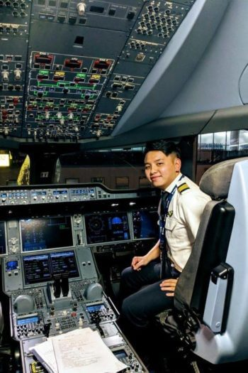 Hoang at Vietnam Airlines graduated from our Vietnamese Pilot Program