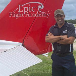 Instructor Vitor Assaunco